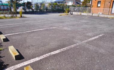 駐車場用地を売却!税金や流れ、不動産の選び方を紹介